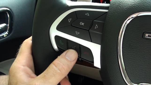 Controllabile dai comandi al volante e dal telecomando in dotazione