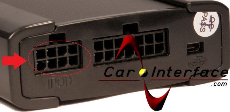 Dettaglio predisposizione interfacce V8 Xcarlink per cavo iPod iPhone